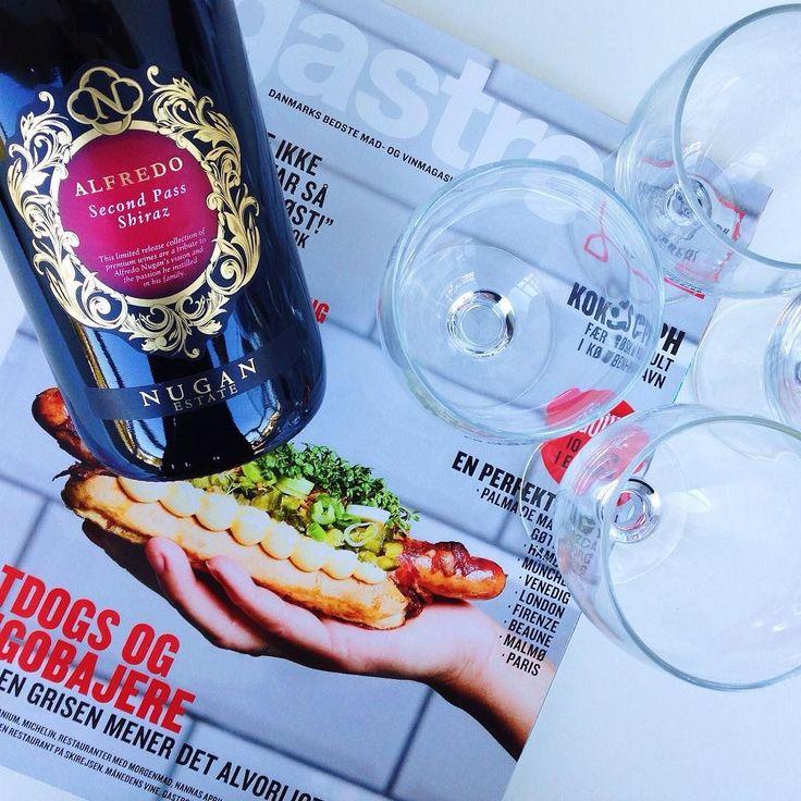 Rødvin og cykelferie er måske ikke det bedste makkerpar men det er det bedste makkerpar  // Red wine and road cycling?... very compatible #shutuplegs#avavav#kitchenbyeve#mentalsundhed#mallorca#swimbikerun#vin#ferie#drinks#hygge#rødvin#onsdag#vegetar#cykling#triathlon#wine#redwine#vacation#vegetarian#follow#riadbike#aktiv#træning#aktivferie#sologsommer#spanien#spain by kitchenbyeve