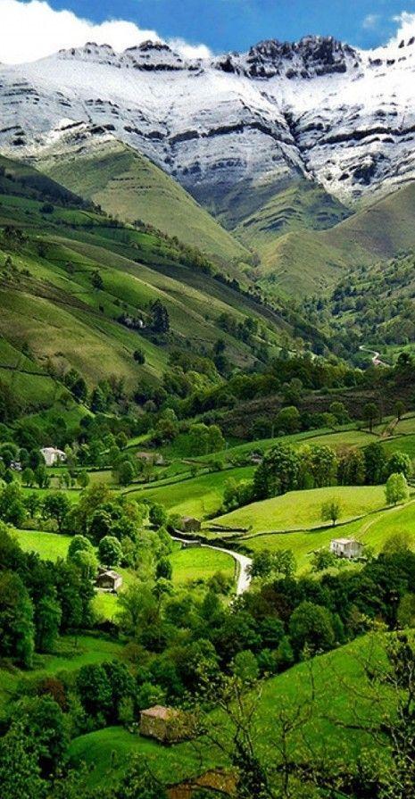 Valle del Pisueña in Cantabria, España • photo: lapidim on Flickr