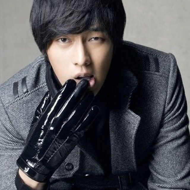 So Ji Sub is known for his small soulful eyes. He used to feel pressured as people in the entertainment industry told him to operate on them but now it's one of those things that make him one of a kind #sojisubfacts #sojisub #sojisubofficial