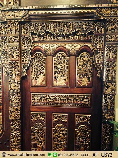 Gebyok Ukir Nanasan Kudus Kuno Klasik –Gebyok memang bukan sekedar berfungsi sebagai estetika yang memiliki nilai seni ukir saja. Lebih dari itu, ornament-ornamen gebyok itu sarat dengan makna. Ada motif bunga, ada motif kaligrafi, ada motif daun-daunan, motif binatang, dewa-dewa, semua memiliki makna. Selain keindahan sebagai karya seni yang sarat sejarah. Gebyok Ukir Nanasan Kudus …