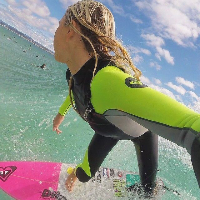 12 Year Old Roxy Pro Surfer Girl Alyssa Lock Ripping It Up In Her Neon Alternative And Pink Inspirational Www Chicasurfadventures Com Surfer Girl Pro S