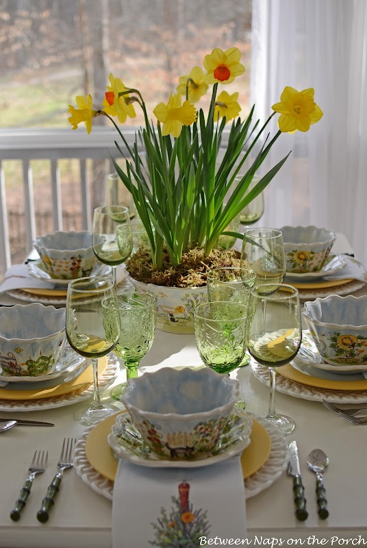 Easter tablescape: Spring Tablescapes, Tables Sets, Daffodils Centerpieces, Easter Tablescapes, Easter Springtim, Springtim Tablescapes, Easter Ideas, Beautiful Tablescapes, Spring East