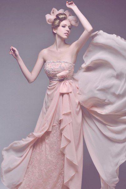 8 самых нежных розовых платьев с вышивкой<br><br>Розовый цвет издавна ассоциируется с женственностью и нежностью. Для вас мы собрали восемь вдохновляющих примеров того, как такие платья с вышивкой подчёркивают женскую хрупкость и делают девушку похожей на цветок.<br><br>#pv_top