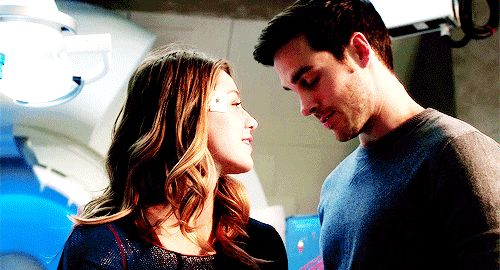 GAH! I love these two so freaking much! And I don't even watch the show! but also they're just so cute, I can't! This part was so freaking cute in Flash 3x17. I like proper squealed when Mon-El turned up. And that ending!! ❤️❤️