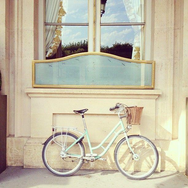 La bicicletta in stile vintage è il giusto equilibrio con la tecnologia dei nostri giorni.
