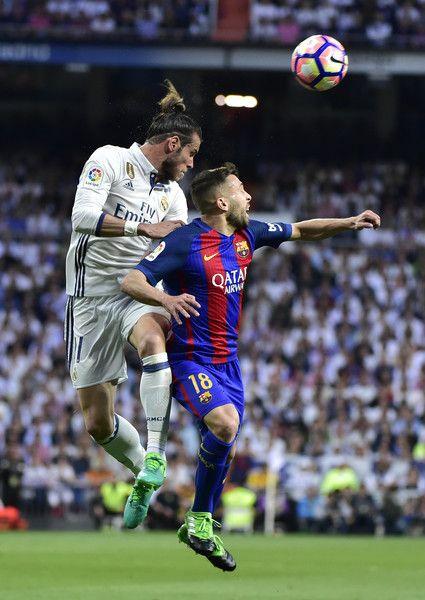 Real Madrid's Welsh forward Gareth Bale (L) vies with Barcelona's defender Jordi Alba during the Spanish league football match Real Madrid CF vs FC Barcelona at the Santiago Bernabeu stadium in Madrid on April 23, 2017. / AFP PHOTO / GERARD JULIEN