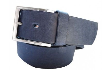Klassischer Gürtel in dunkelblau aus echtem Leder.Ein klassiker, den jeder im Schrank haben sollte. Vielseitig einsetzbar für Ihr Business- und Freizeitoutfit. Diesen Gürtel kaufen, bedeutet Qualität kaufen!  Echtes Vollrindleder aus renommierten europäischen Gerbereien. Kein gemahlenes Leder!