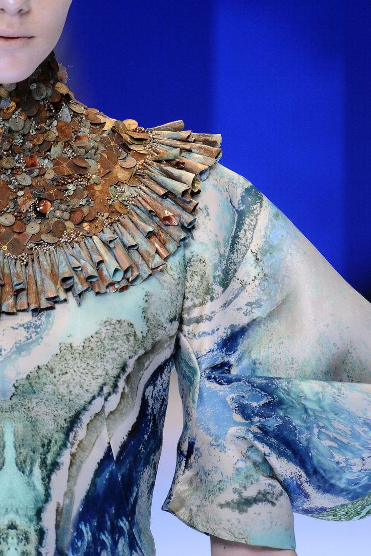 Alexander McQueen - Spring Summer 2010 Ready-To-Wear - Shows - Vogue.it
