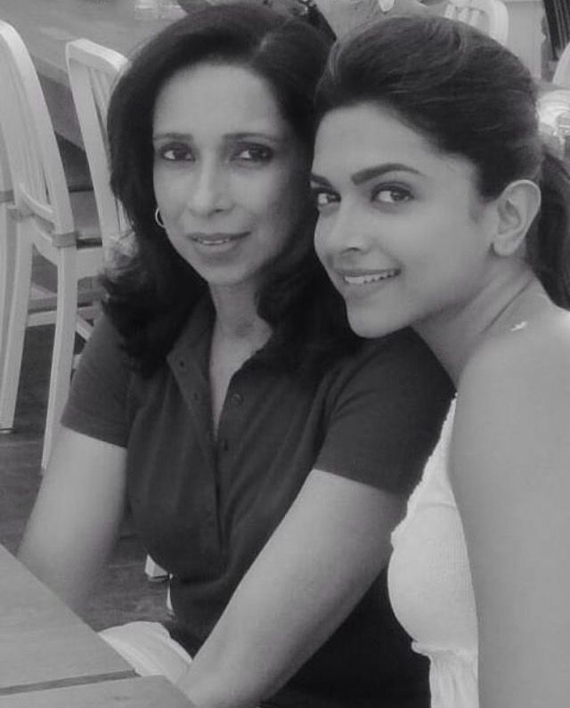Deepika Padukone With Her Mother Ujjala Deepika Padukone Bollywood Actors Bollywood Actress