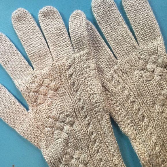 Ralph Lauren Cream gloves with shimmer Brand new Ralph Lauren gloves! Ralph Lauren Accessories Gloves & Mittens