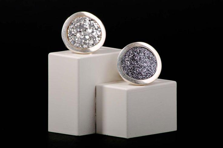 Anillos plata adaptable con aplicación cristal pulverizado. Disponible en nuestra tienda online www.almabrava.cl