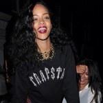 Rihanna tweets naked butt picture. OMG. She's got an amazing butt!