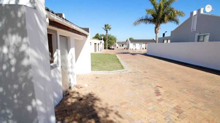Walking distance to the Station,  and the Pick 'n Pay Hypermarket3 Bedrooms with built in cupboards,  Bathroom [no shower],  Kitchen  [no stove]Lounge,  Single Garage,   parking behind gatesDon't miss out,   call meMarietjie0843333244