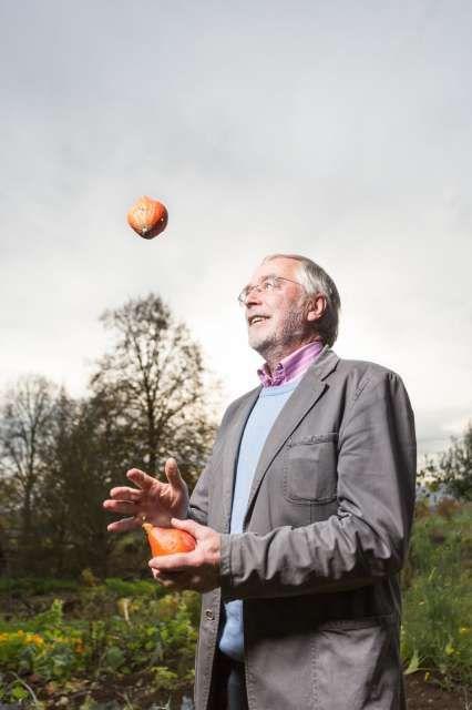 Lebt seinen Spieltrieb mit allem aus, was ihm in die Finger kommt: Hirnforscher Gerald Hüther.