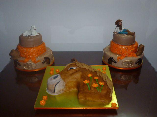 Tortas de chocolate y vainilla, rellenas de dulce de frutos rojos natural... un verdadero placer para el paladar