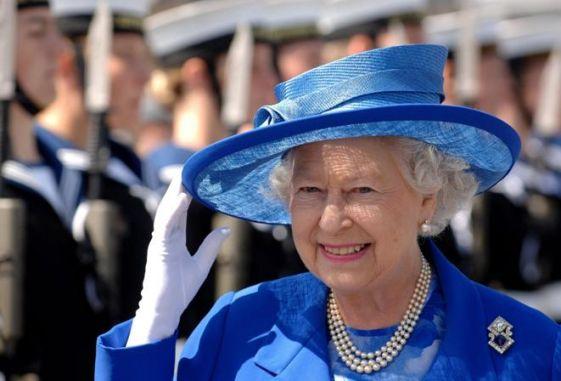 Лучшие наряды Елизаветы II: Королева Великобритании отпраздновала 89-й день рождения
