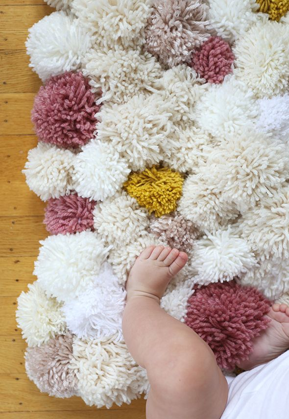 How to make a pom pom rug, this is such a cute tutorial!