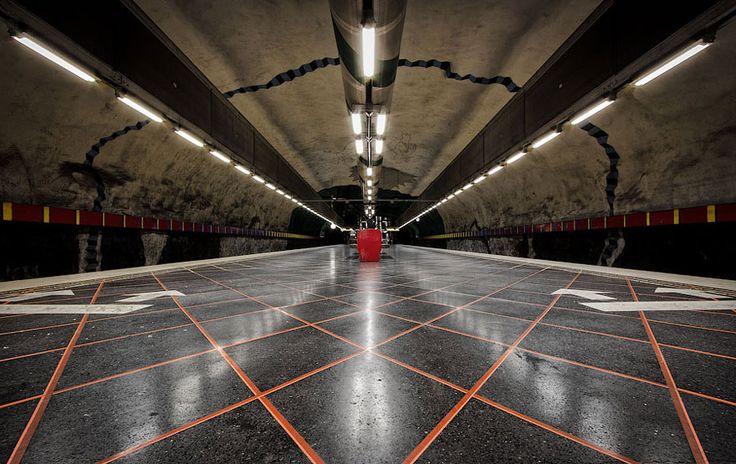 Yer altında yatan inanılmaz sanat. (Stockholm Metro İstasyonu)
