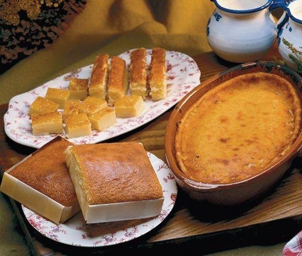Los Sobaos Pasiegos, Su receta consta de un kilo de azúcar, otro de mantequilla, 900 gramos de harina, 12 huevos, una pizca de sal, limón rallado, una cucharada de ron o anís y un poco de levadura en polvo - Cantabria.