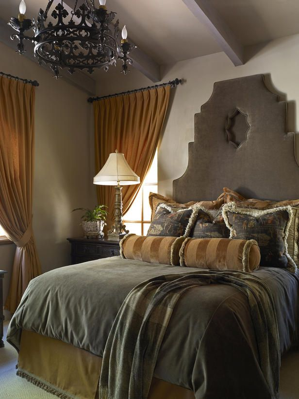 Designer Troy Beasley created this regal guest bedroom.: Design Bedroom, Guest Bedrooms, Beasley Create, Design Troy, Decor Bedrooms, Traditional Bedrooms, Colors Schemes, Master Bedrooms, Beautiful Bedrooms