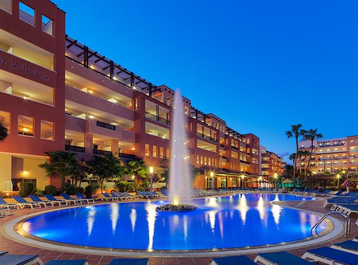 Vista nocturna del hotel #h10 #h10hotels #salou #h10mediterraneanvillage