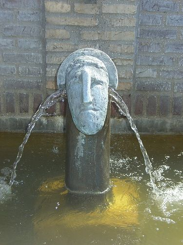 Helledie, Niels: The Five Hermes, 1994. Sindal This magnificent fountain spreads through the town like a baroque work of landscape art. The hermes, protectors known from Ancient Greek mythology, protect the town, and keep an eye on comings and goings so they can warn of any danger.