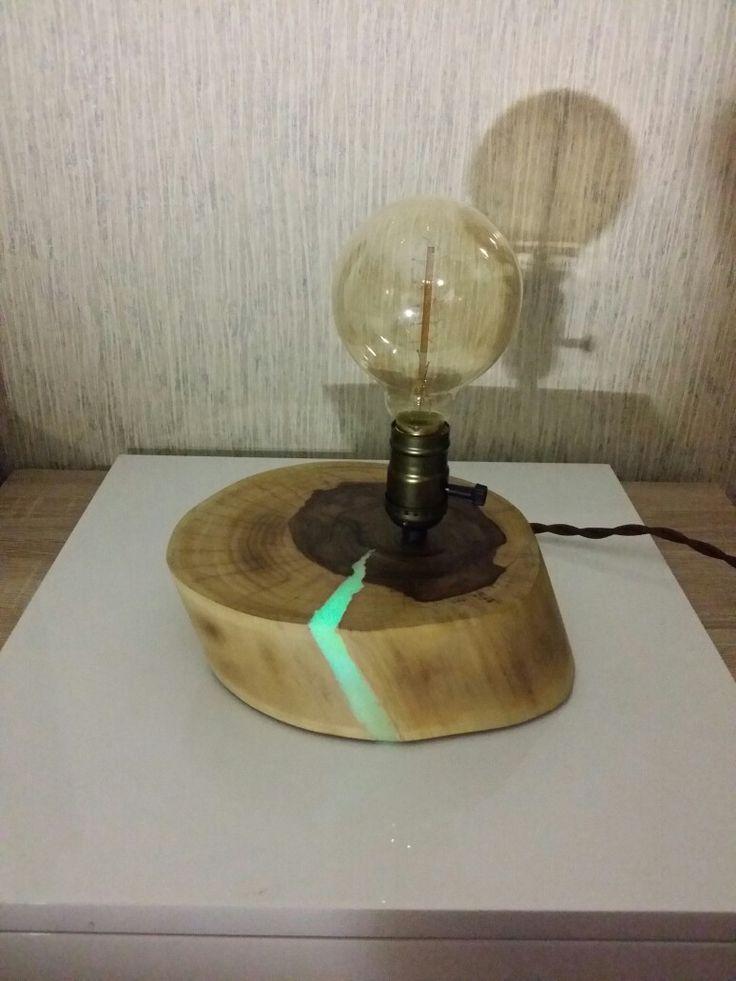 Ночник Эдисона, выполнен из массива ореха, освещение лампа Эдисона. Трещина светится в темноте. #дерево #декор #люминисцент #флюоресцентные #подарок #дизайн #ручнаяработа #лампаэдисона #уют #красиво #массив #спил #светильник #лампа #ночник #ессентуки #pyatigorsk #пятигорск