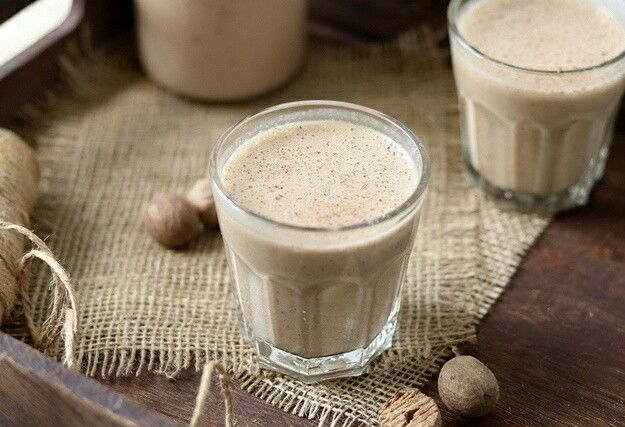 Energy cocktail mleko konopne / suszona śliwka / masło orzechowe /kawa /banan / kakao / gałka muszkatołowa /