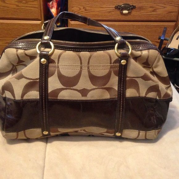 % Authentic Brown Coach tote bag % Authentic Brown Coach Tote. Looks almost like new. Used a handful of times. Tiny marks on the bottom of the bag that can be cleaned with a bag cleaner. Please do not low ball :) willing to negotiate a little. Please hit the offer button if interested and I will either accept or counter. Thank you Coach Bags Totes