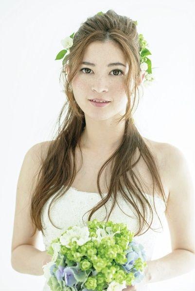 花嫁らしい清楚さと華やかさをナチュラルスタイルで表現!/Front|ヘアメイクカタログ|ザ・ウエディング
