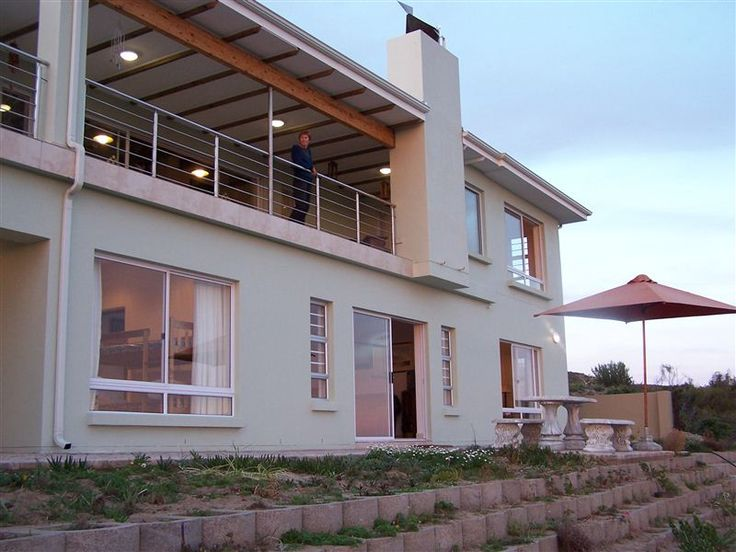 Annies' Place - Annies' Place is a newly built two-bedroom flat sleeping up to six people. The self-catering unit boasts fantastic ocean views and is located just 300 m from the beach in Glentana.  The unit comprises ... #weekendgetaways #greatbrakriver #southafrica