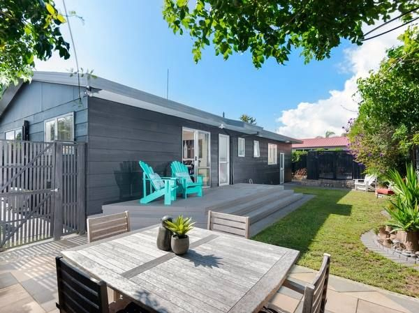 Papamoa Holiday Home accommodation. Benny's Beach Cottage (Bachcare)