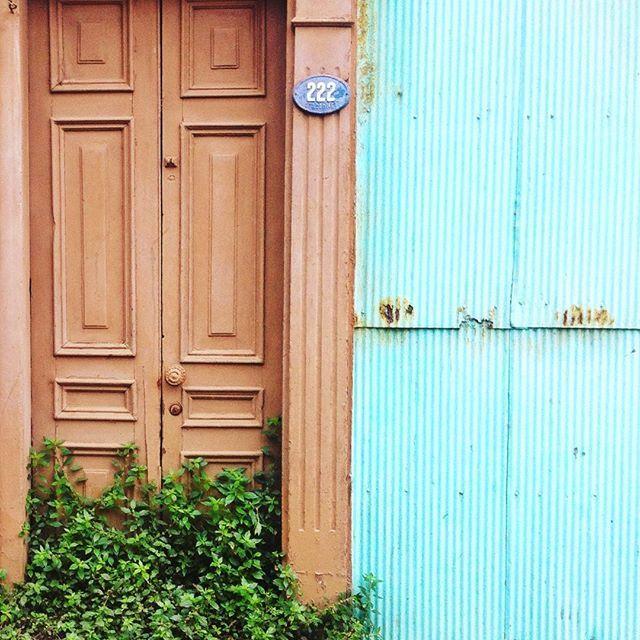 Puerta en Valparaiso by @laciudadalinsta   © #laciudadalinstante #valparaíso…