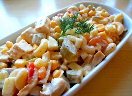 Sałatka zpiersi kurczaka i makaronu