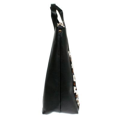 Theo Ponyfell Leo #bagdesign #zurich #zürich #bags #bag #autumn #tasche #baggoals #shoes #bagsarelife #leather #lagarçonneshoes #lagarconneshoes #schultertasche #shoulderbag #designerbags #cool #shopper #shopperbag #shoppingbag #wildleder #leder #ledertasche #latherbag #switzerland #suisse #schweiz #svizzera #bern #basel #biel #geneve