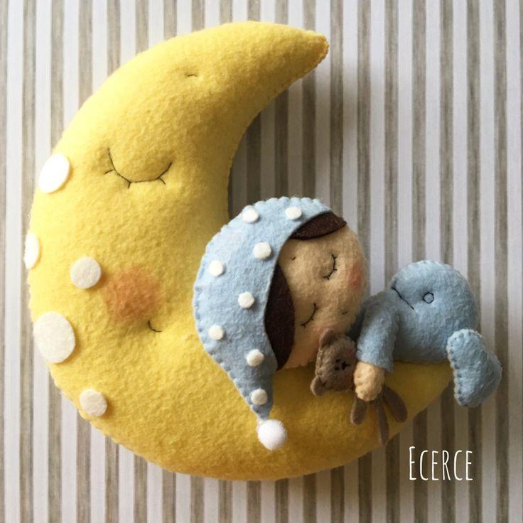 #keçe #felt #feltro #fieltro #kece #kapisusu #kecekapisusu #ecerce #tasarim #babyroom #babyroomdecor #elyapimi #handmade #hediye #babyshower #bebekodasi #baby #dogumhediyesi #hosgeldinbebek #bebekhediyesi #craft #feltcraft #nursery #nurserydecor #moon #babyboy #iyigeceler #goodnight