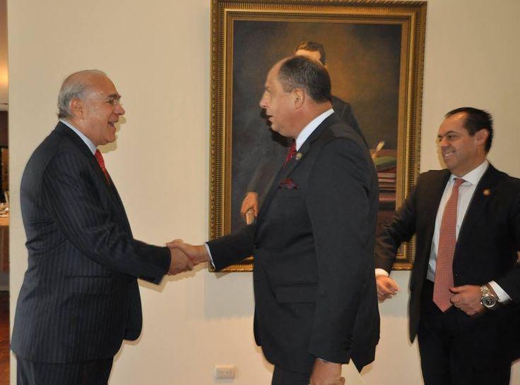 Presidente se reúne en privado con secretario de la OCDE