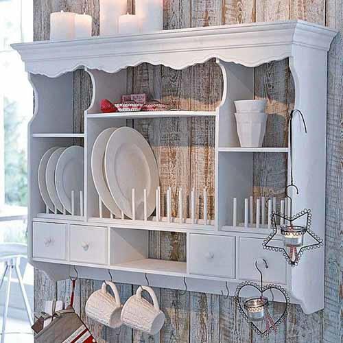 Открытые полки на кухне в стиле прованс.