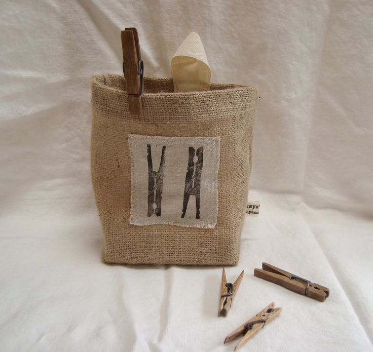 Burlap clothespin sack.  Needs metal hanger for clothes line.: Burlap Clothespins Sacks Jpg, Burlap Bliss, Peg Bags, Cute Ideas, Burlap Ideas, Laundry Rooms, Clothespins Bags, Clothing Pin, Clothespins Holders