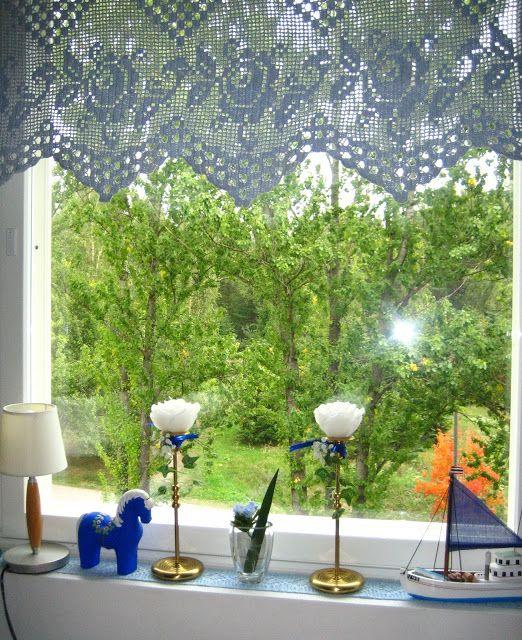 VillaTuta : Sinisen huoneen verhot ja liina ikkunalaudalle!