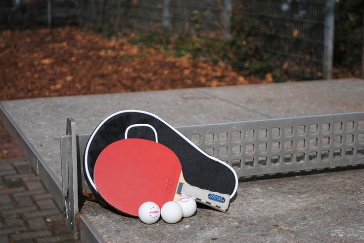 Selbstgeklebter Profi-Tischtennisschläger für den Vereinsanfänger. Den Tischtennisschläger haben wir in Zusammenarbeit mit unserem Tischtennistrainer zusammengestellt, so dass er ideal geeignet ist für den Einstieg ins fortgeschrittene Spiel. Mehr Infos unter dem Link: http://www.tischtennisplatte-24.com/de/Tischtennis-Zubehoer/Tischtennisschlaeger