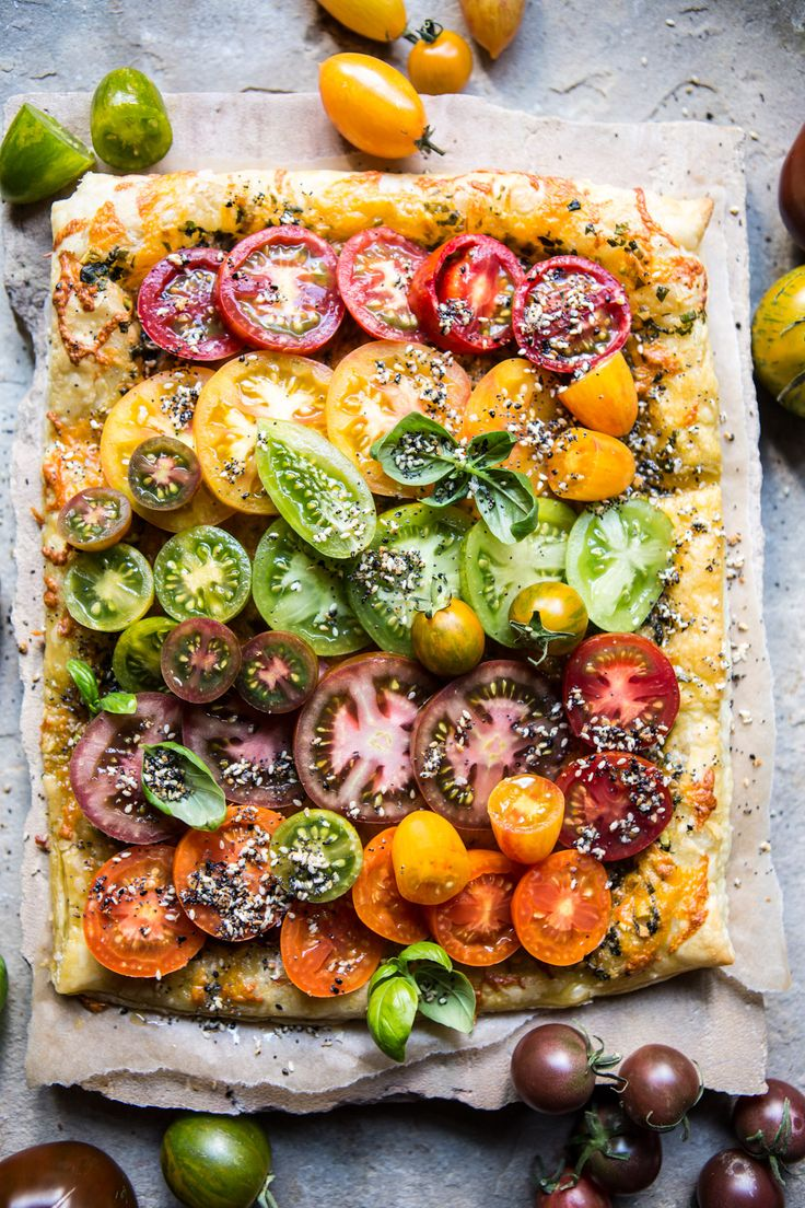 Heirloom Tomato Cheddar Tart with Everything Spice - Delicious way to use those end of summer tomatoes, ready to eat in about 30 mins! @halfbakedharvest.com