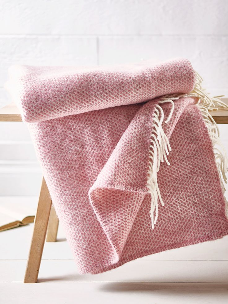 Beautifully hand woven in the UK from 100% pure wool, our large cream tasselled throw features a dusty pink print design.