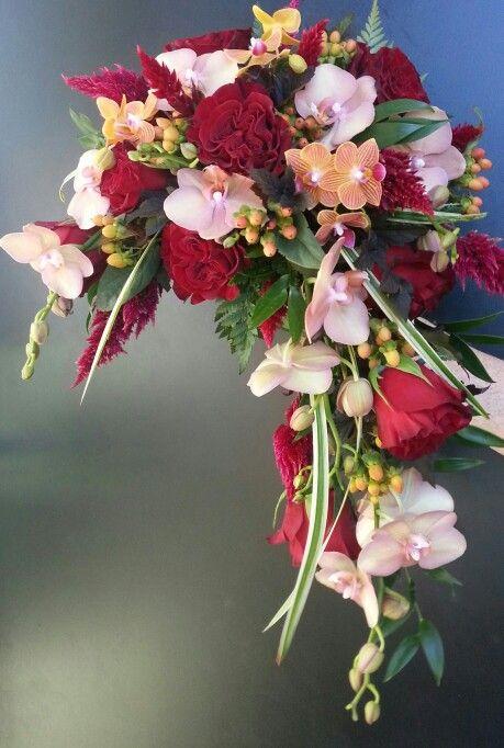 1000 images about crescent bridal bouquet on pinterest for Crescent bouquet