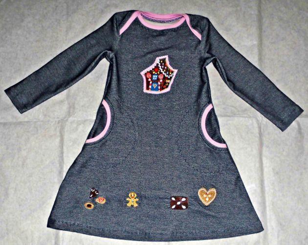 Maat 3 jaar. De jurk wordt genaaid van donkerblauwe jeans jersey. Verwerkte was zeer hoge kwaliteit stof - biologisch katoen - Lille stof. Materiaal: 100% katoen. Deze trui is iets dikker en...
