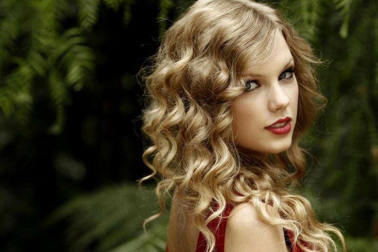 "Taylor Swift shows off her natural hair texture in a congratulatory video message to basketball player Russell Westbrook after he won MVP at the 2017 NBA Awards. Her curls are very rarely seen these days and we couldn't be happier that they are back! Taylor joked in the video that he was the inspo for her hit 'Shake it Off'. ""Russell, it's Taylor. Remember? I was the one who taught you how to play basketball,"" she says in the video. ""I was the one who taught you to dribble, to shoot hoops. I…"