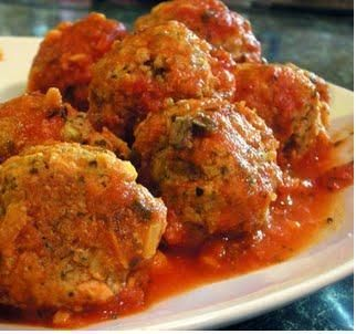 Spanish Meatballs (Albondigas) in Tomato Sauce is a very popular dish, usually served as a tapas in bars up and down Spain.  It is usually served with fresh bread on the side to dip into the tomato sauce. When I make this I sometimes add some chilli powder to give it a bit of a kick, but this is the standard Spanish Meatballs recipe, without the chilli.