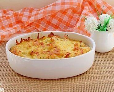 Șnițelele de pui sunt o gustare ideală pentru orice ocazie. De obicei gospodinele trec șnițelele mai întâi prin ou, apoi prin făină și le prăjesc în tigaie. Astăzi vă oferim o rețetă deosebită de șnițele marinate la cuptor. Acestea sunt foarte aromate, gustoase și suculente, excelente pentru o cină ușoară. Serviți șnițelele cu salată de legume sau sosul preferat. Șnițele de pui marinate INGREDIENTE -4 fileuri de pui -30 g de muștar -50 g de maioneză -30 ml de ulei de floarea soarelui -40 g…