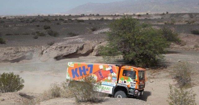 El camión de Juvanteny, Criado y González finalizó 26º tras casi 9 horas de carrera y continúa liderando la categoría de producción y la división 6x6.