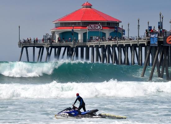 Ruby 39 s diner huntington beach shared a burger fries and for Huntington beach pier fishing